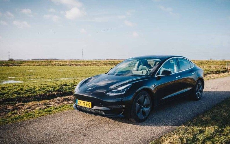 Tienduizend Model 3's in NL